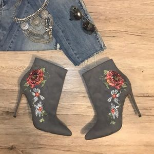 NEW 🔥 Bebe Delonix Embroidered Floral Booties